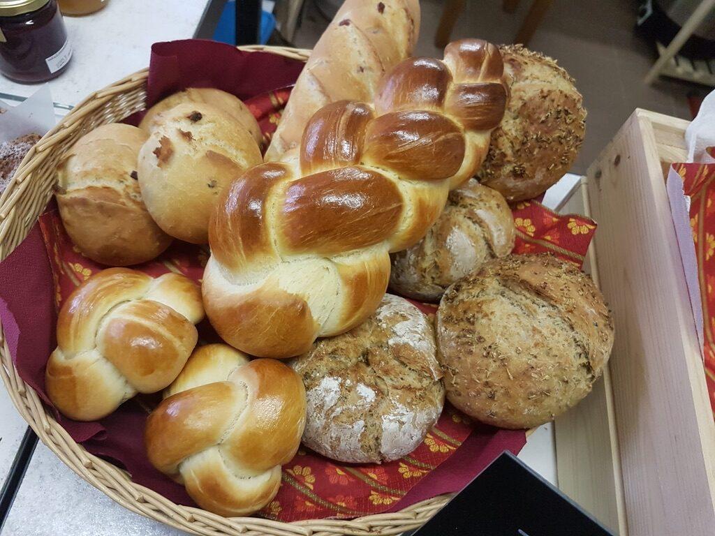 Jeden Samsag frisches Brot und frischen Zopf